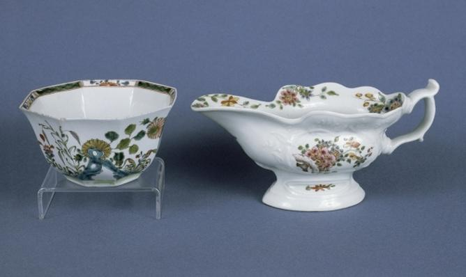 Worcester shaped oval sauce boat and octagonal bowl decorated in enamels, 1750-55