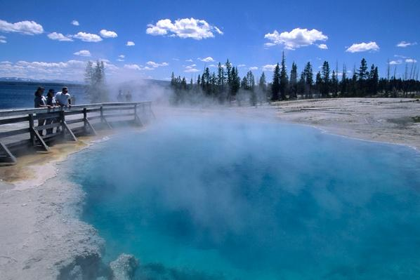 Black Pool Thermal Pool, Yellowstone National Park, USA | Earth's Surface