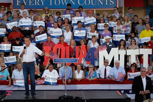 "Mitt Romney Campaigns In Six Swing States On ""Every Town Counts"" Bus Tour 