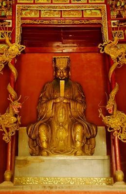 Bronze statue of Confucius | World Religions: Confucianism