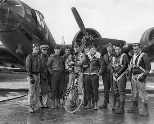Bomber Crew And Mascots | The Evolution of Military Aviation