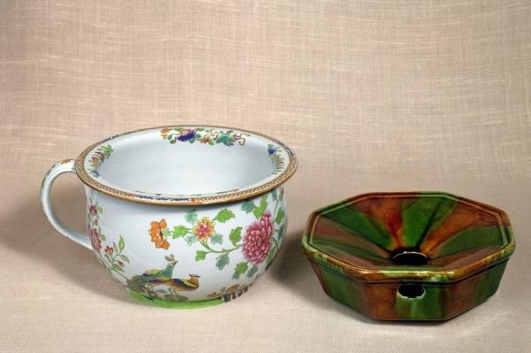 Two chamber pots