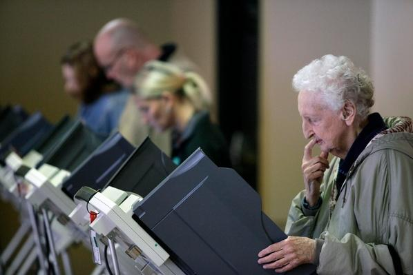 U.S. Citizens Head To The Polls To Vote In Presidential Election | U.S. Presidential Elections 2012