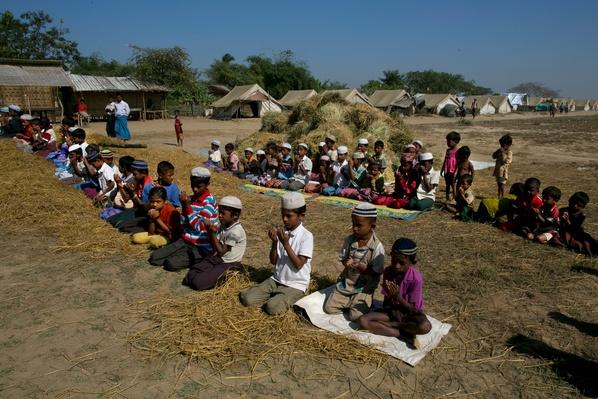 Rohingyas Crowd IDP Camps In Sittwe After Sectarian Violence | Conflicts: Burma