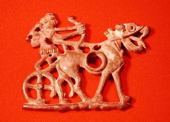 Horse bit depicting a hunter on his chariot, firing his bow, c.1200-700 BC
