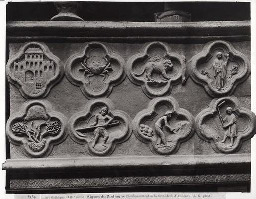 Quatrefoils of the Prophet Aggee: the Temple rebuilt, and the dried Earth, and quatrefoils with the Signs of the Zodiac and the Labours of the Year, from the Cathedral of Notre-Dame in Amiens