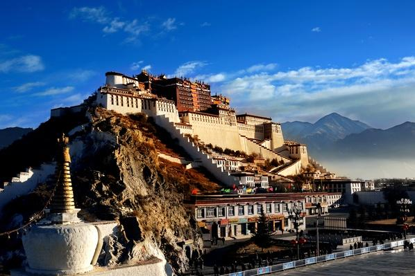 The Potala Palace in Morning Sunlight | World Religions: Buddhism