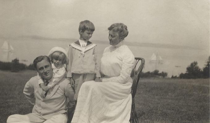 Franklin Roosevelt with His Children and Mother | Ken Burns: The Roosevelts