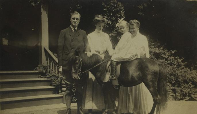 Franklin, Eleanor, Anna, and Sara Delano Roosevelt, 1911 | Ken Burns: The Roosevelts