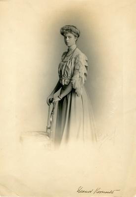 Eleanor Roosevelt's Engagement Portrait, 1904 | Ken Burns: The Roosevelts