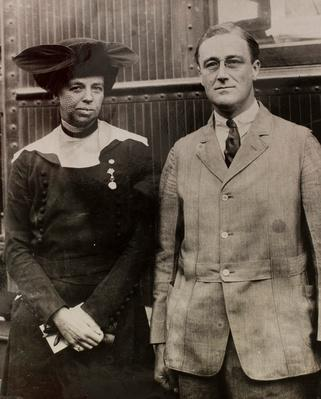Vice-Presidential Candidate Franklin Roosevelt and His Wife, Eleanor | Ken Burns: The Roosevelts