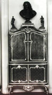 Cabinet with a bust of Louis of Orleans