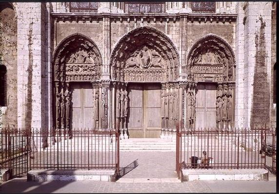 West facade with the three doors of the Royal Portal depicting