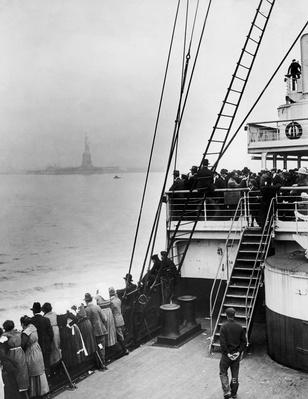 Immigrants Approaching Statue of Liberty | U.S. Immigration | 1840's to present | U.S. History