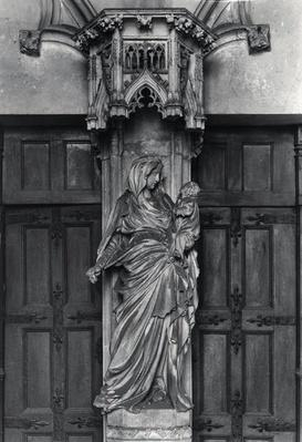 Portal with a trumeau depicting the Virgin and Child