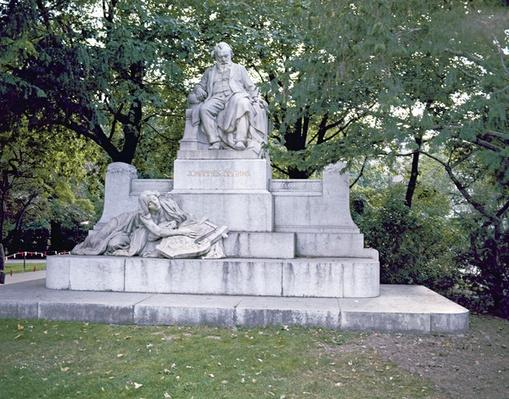 Monument to Johannes Brahms