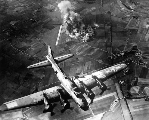 Raid by the 8th Air Force on a Focke Wulf plant at Marienburg | World War II