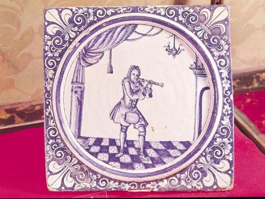 Tile depicting a clarinetist, 1706