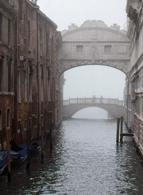 First Fog Of Autumn Rise In Venice | Human Impact on the Physical Environment | Geography
