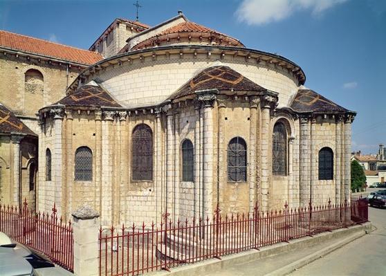 Exterior view, 1000-1099