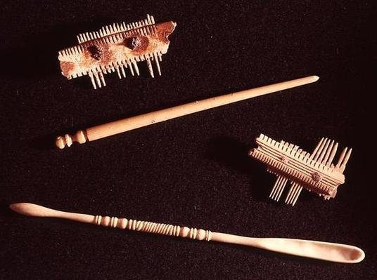 Two combs, a hairpin and a spoon for make-up