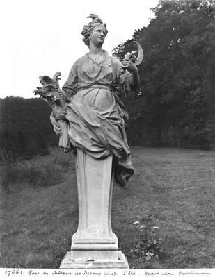 Summer, statue in the gardens
