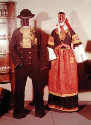 Two mannequins wearing traditional costumes for the Feast of Pont-l'Abbe, 1880