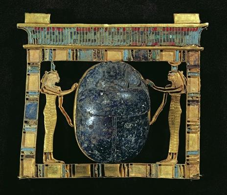 Pectoral of the vizier, Paser, with a scarab flanked by the goddesses Isis and Nephthys, from the Serapeum in Memphis, New Kingdom