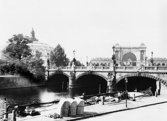 View of the Moltke Bridge and Lehrter Bahnhof station, Berlin, c.1910