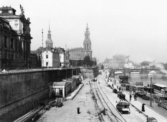 View of Dresden from the Bruehlsche Terrasse on the Katholische Hofkirche, c.1910