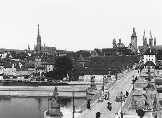 The old bridge over the River Main at Wurzburg, c.1910