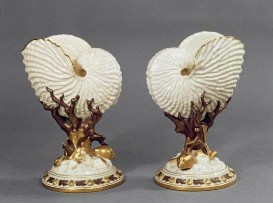 Pair of Worcester vases shaped as Nautilus shells, 1880