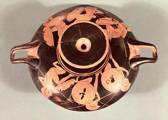 Attic red-figure cup depicting crouching Hoplites