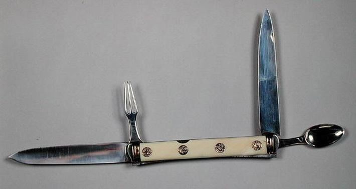 Travelling cutlery set
