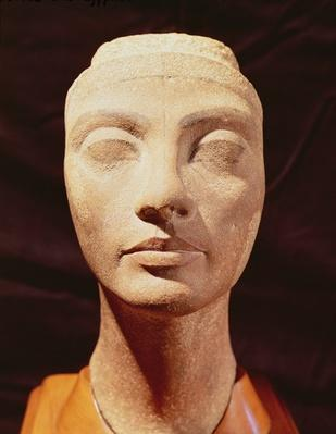 A royal head, possibly of Nefertiti, from Memphis, New Kingdom