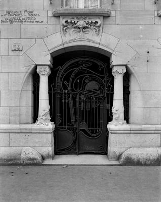 Entrance to the Castel Beranger, 1897-98