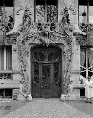 Entrance door to the apartments at 29 Avenue Rapp, designed in 1901 by Lavirotte, Jules (1864-1924)