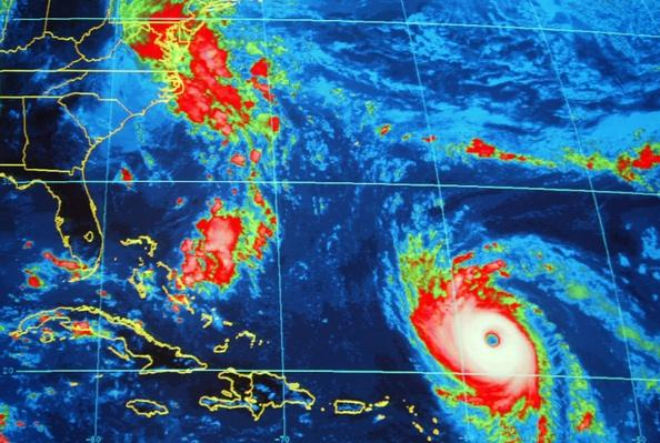 National Hurricane Center in Miami Tracks Hurricaine Isabel | Natural Disasters: Hurricanes, Tsunamis, Earthquakes