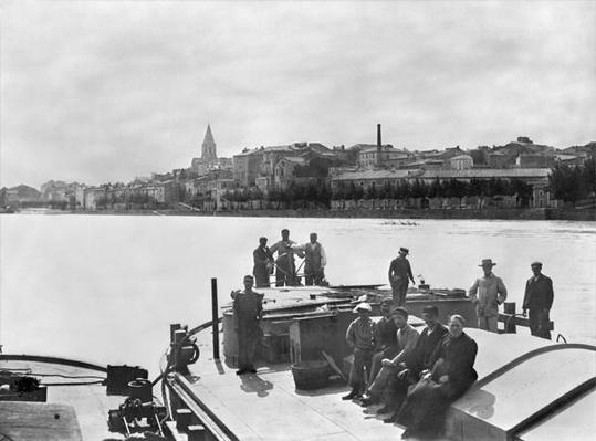 Boatmen on the Rhone near Bourg Saint Andreal, early 20th century