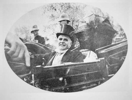 President William Mckinley (1843-1901) fifteen minutes before he was assassinated, 6th September 1901 (b/w photo) by American Photographer, (20th century)