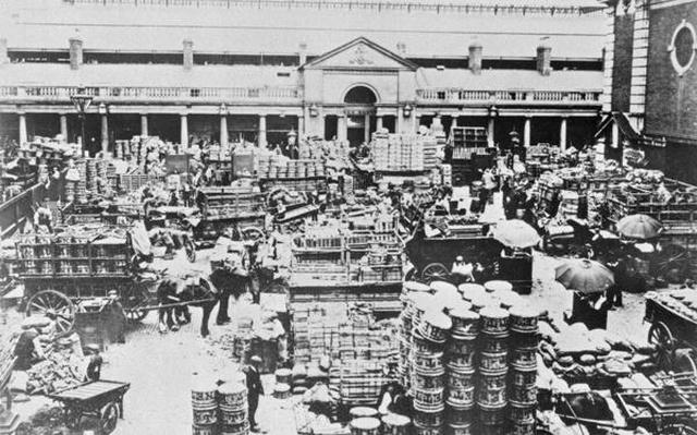 Loading Fruit at Covent Garden Market, 1900