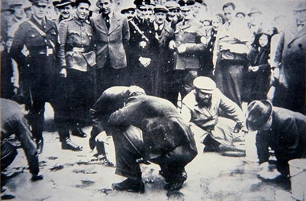 Jews forced to scrub streets of Vienna, 1938