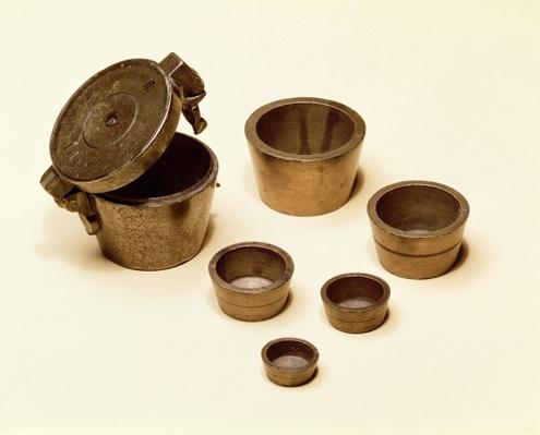 Weights used by merchants and apothecaries