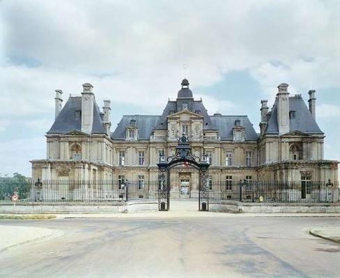 View of the West facade of Chateau de Maisons-Laffitte, built 1642-51