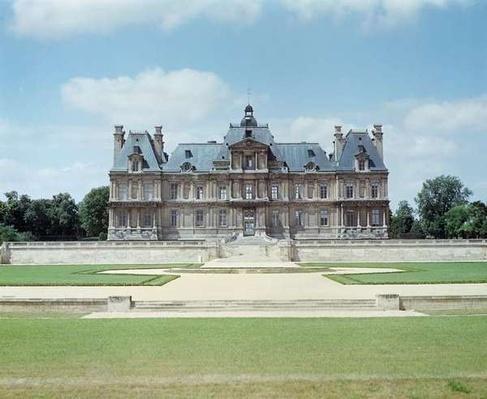 View of the East facade of Chateau de Maisons-Laffitte, built 1642-51