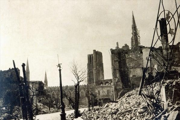 Ypres from Rue de Ville, June 1915