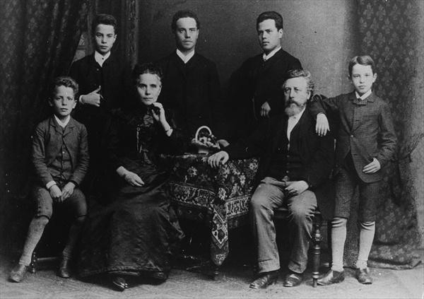 Wilhelm Liebknecht and his family | PBS LearningMedia