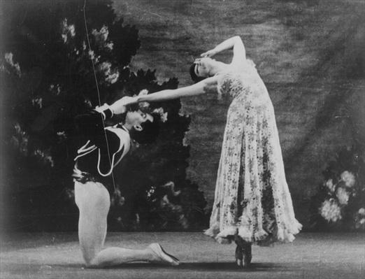 Maude lloyd and hugh laing performing 39 jardin aux lilas for Antony tudor jardin aux lilas
