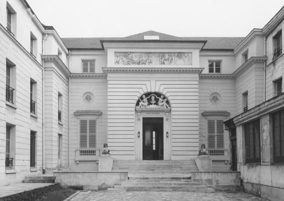 Hotel Gouthiere, courtyard facade, late 18th century