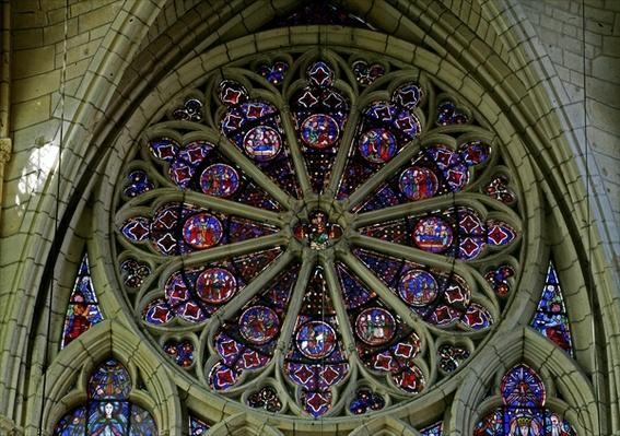 Rose window depicting scenes from the childhood of Christ